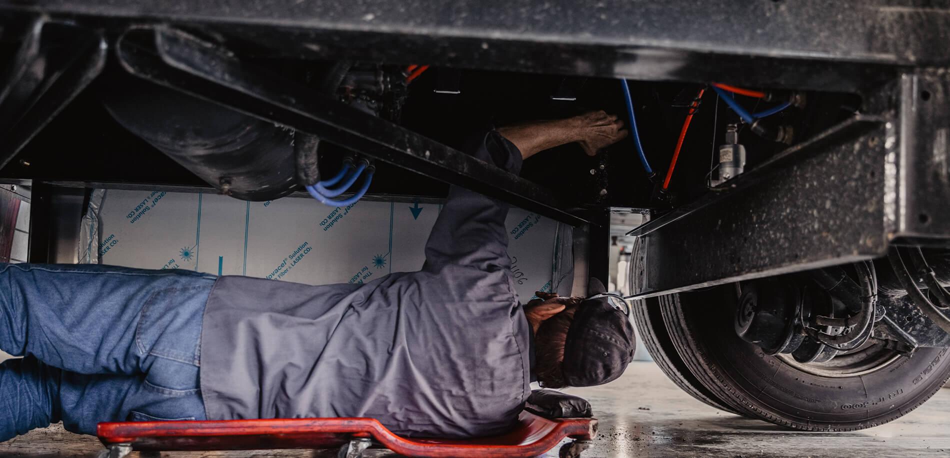 Alan_Reyes_The_Mechanic_Trailer_repair